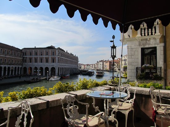 Al Ponte Antico Hotel: view from the terrace