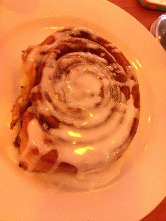 Berry Fresh Cafe: Homemade Cinnammon Buns