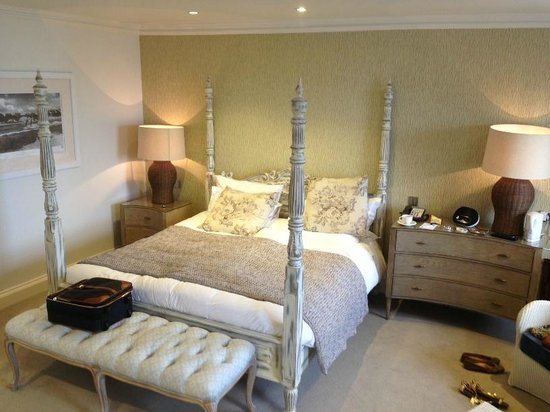 Christchurch Harbour Hotel & Spa: The bedroom