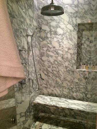 Waldorf Astoria Shanghai on the Bund: Greatest shower ever!