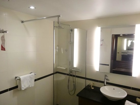 Crowne Plaza Montpellier Corum : Comfortable Bathroom