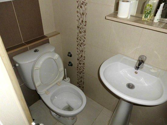 Royal Hotel: salle de bain et toilettes