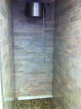Hotel GHT Aquarium & SPA: ducha cubo agua fria