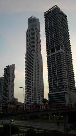 Cinta Costera: Modernas edificaciones