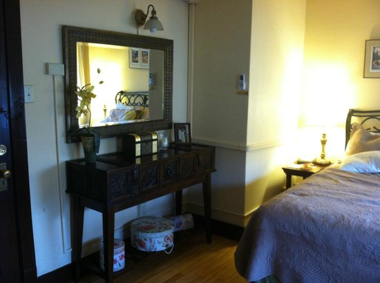 Murray Hotel: bedroom sideboard