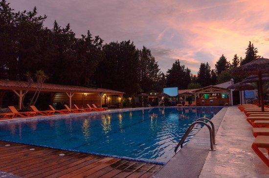 camping de la vallée de Taradeau : piscine nocturne chauffée