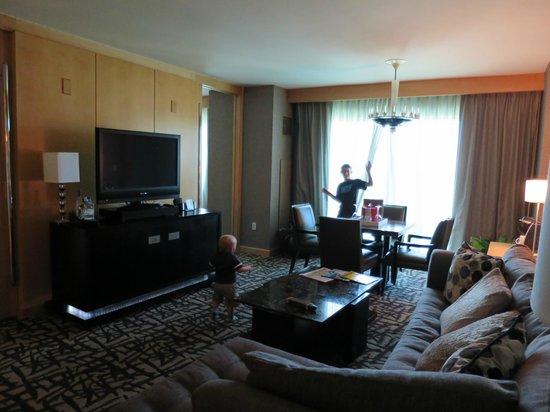 Seminole Hard Rock Hotel Hollywood: Suite living room