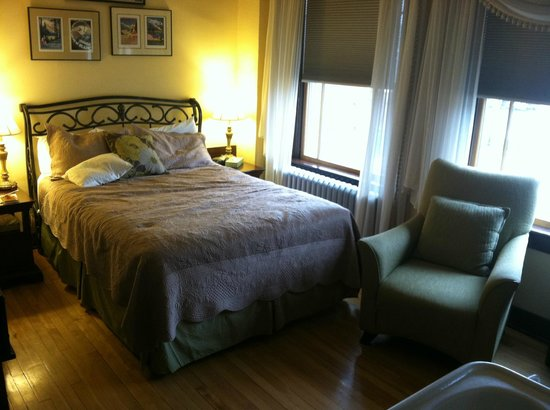 Murray Hotel: queen bed