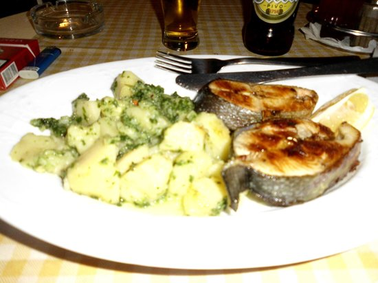Royal Hotel: saumon grillé au restaurant