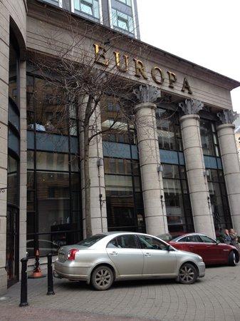 Europa Hotel - Belfast: Hotel Entrance
