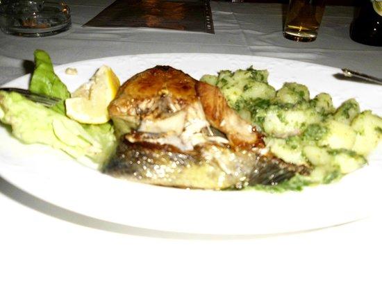 Royal Hotel: saumon avec une excellente garniture de pommes de terre