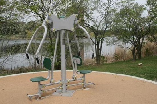 Lake Aquitaine Park: Six exercice stations along the 1.5 km trail