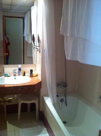 Hotel GHT Aquarium & SPA: baño