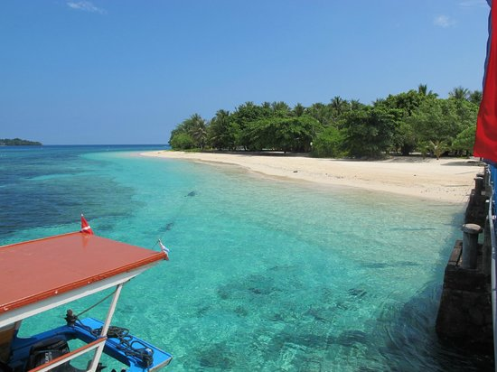 Gangga Island Resort & Spa: from the jetty for diving tour