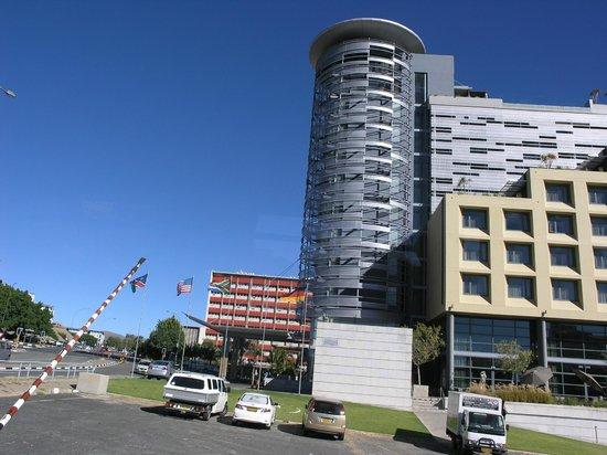 Hilton Windhoek: Hotel exterior