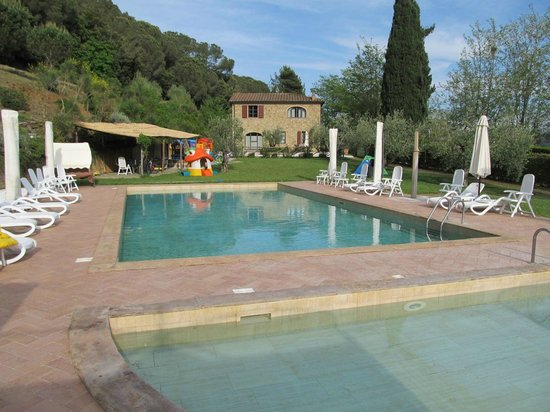 Il Casolare Val di Mare: view from pools to main house