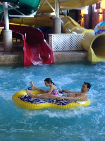 Red Jacket Mountain View Resort & Water Park: 2 person raft