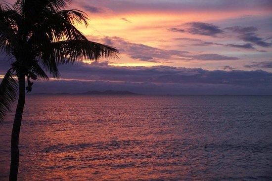 Radisson Blu Resort Fiji Denarau Island: Sunset from Room