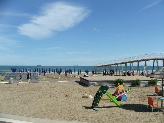 Riviera Hotel: The beach
