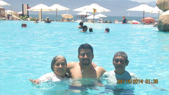 CasaMagna Marriott Puerto Vallarta Resort & Spa: The pool. It wasn't crowded and beach is near