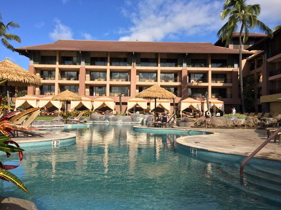 Sheraton Kauai Resort : Beautiful pool, the calm before the storm