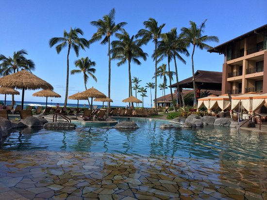 Sheraton Kauai Resort : pool is calm early in the AM