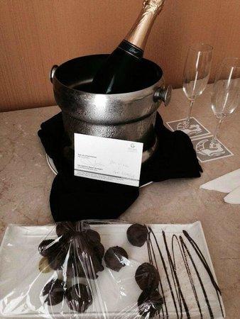 Vila Galé Eco Resort de Angra: Avisei na reserva que era meu aniversário de casamento, e recebi esta gentileza no quarto