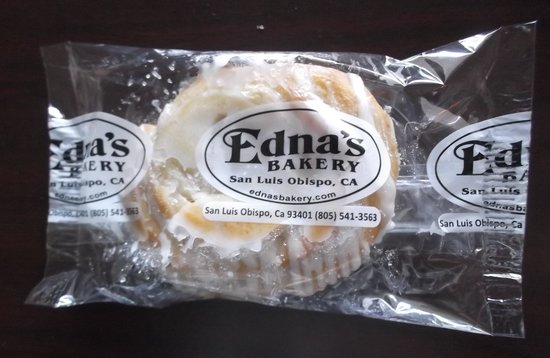 Travelodge Salinas: Edna's bakery were part of the breakfast.