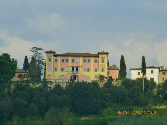 Villa Lecchi : The Villa from the road