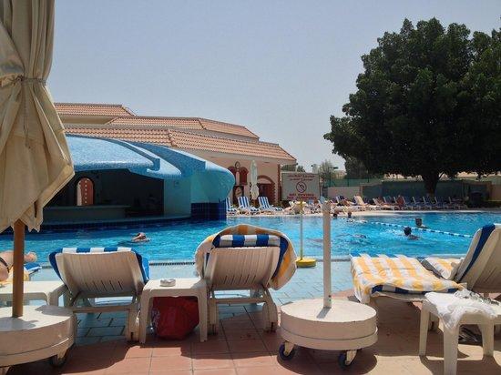 Radisson Blu Hotel, Doha : Pool area