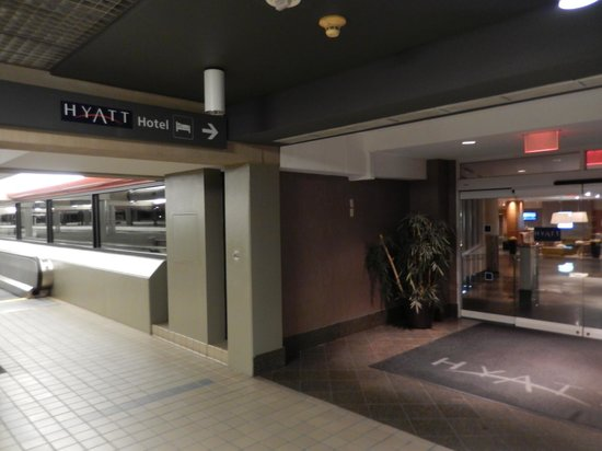 Hyatt Regency Pittsburgh International Airport : Hotel entrance from the airport