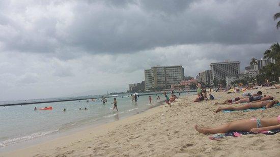 Aston Waikiki Beach Hotel: The beach