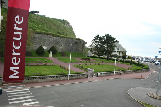 Mercure Dieppe la Presidence : Memorial park right outside the door of the hotel, a must-see for Canadian travellers.