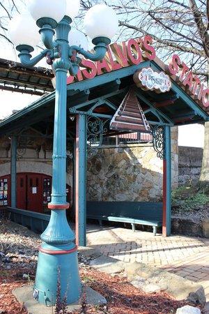 DiSalvos Station: Entrance