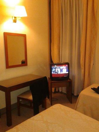 Castelar Hotel & Spa: Ese el TV de uncuatro estrellas??