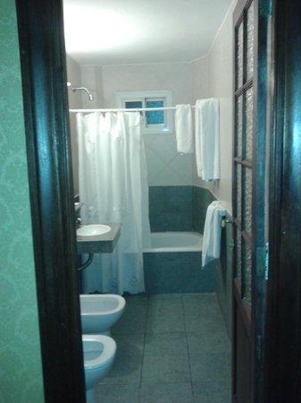 Castelar Hotel & Spa: El baño pide a gritos remodelación!!!!!
