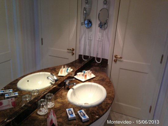 Cala di Volpe Boutique Hotel: Separated sink
