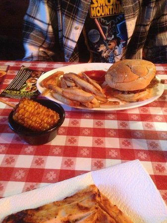 Bennett's Pit Bar-B-Que: Fried corn, very yummy and pulled pork sandwich