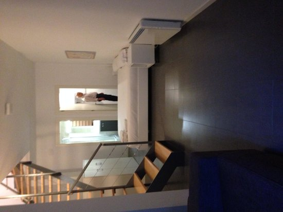 GIR80 Apartments: Downstairs bedroom
