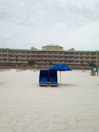 Hampton Inn Pensacola Beach: Beach chairs for $30 a day or $5an hour (charged by town of Pensacola)