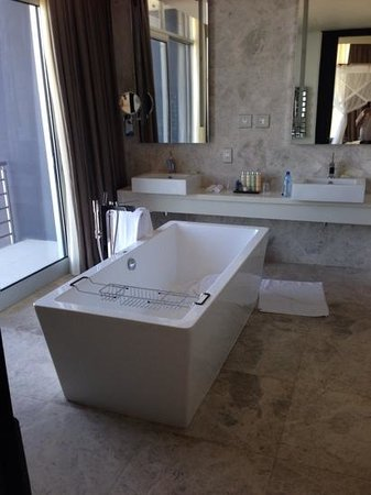 Radisson Blu Hotel, Maputo: bathroom
