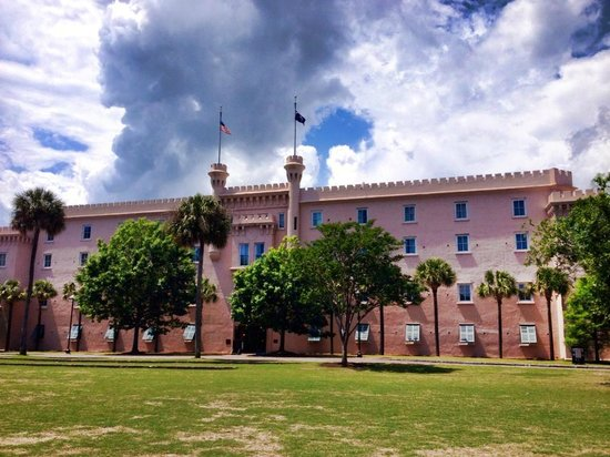 Embassy Suites by Hilton Charleston - Historic Charleston: View from park