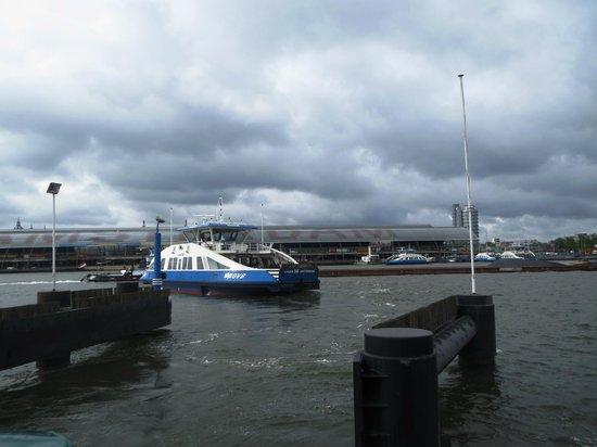 NH Amsterdam Noord: Siempre queda tomar el ferry, a 25 min. caminando.