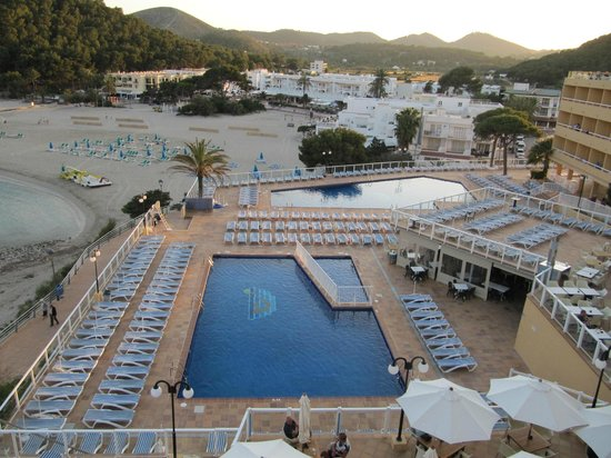 Sirenis Cala Llonga Resort: pool veiw