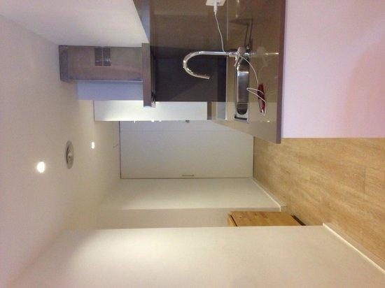 GIR80 Apartments: Kitchen