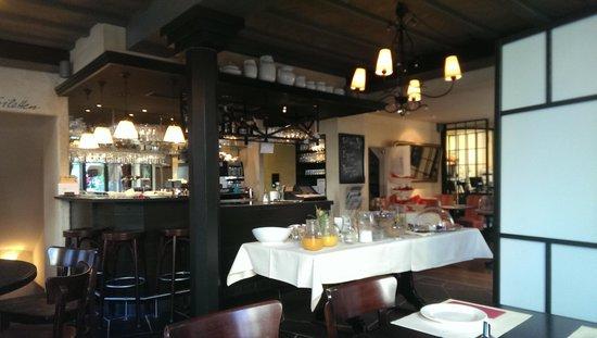 Schwan Hotel & Taverne: breakfast early morning
