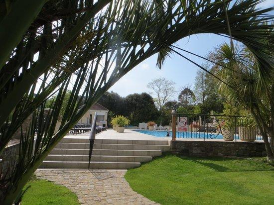 St. Brelades Bay Hotel: pool area