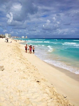Moon Palace Cancun: Beautiful beach and Beach Palace