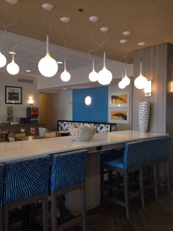 Hampton Inn Pensacola Beach: Beautiful breakfast area