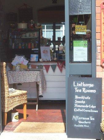 Linthorpe Tea Room: Entrance to Tea Room